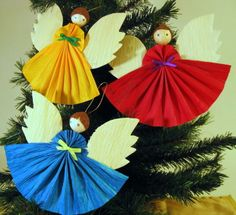 Mexican corn husk angels--public domain pattern, which could very easily be adapted to make ornaments of felt or scrap fabric. Christmas In Heaven, Christmas Angels, Christmas Holidays, Angel Ornaments, Felt Ornaments, Christmas Tree Ornaments, Mexican Christmas Decorations, Xmas Decorations, Christmas Projects
