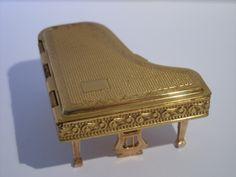 Vintage Pygmalion grand piano powder compact 1950s