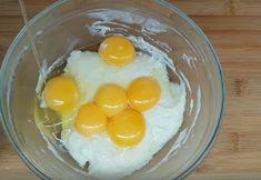 Pandișpanul japonez — foarte fin, umed și poros. Pur și simplu se topește în gură! - Retete-Usoare.eu Just Bake, Food And Drink, Eggs, Sweets, Homemade, Baking, Breakfast, Embroidery, Morning Coffee
