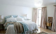Rachell Ashwell's Malibu bedroom...love it!