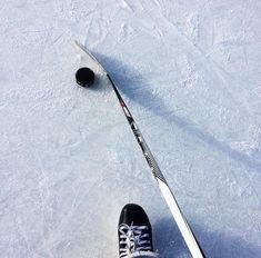 Ice Hockey 618682067540111465 - Hockey♥ Source by MilkshakeCerise Rink Hockey, Ice Hockey Players, Hockey Goalie, Field Hockey, Overwatch, Nhl, Hockey Outfits, Hockey Girlfriend, Hockey Cakes