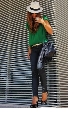 This combination of a green short sleeve blouse and black leather skinny jeans is beyond versatile and creates instant appeal. With footwear, go for something on the classier end of the spectrum and complete this outfit with a pair of black and gold suede Looks Street Style, Looks Style, Style Me, Fashion Mode, Look Fashion, Womens Fashion, Fashion Trends, Net Fashion, Green Fashion
