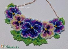 Árvácskás gyöngy nyaklán kék-lila-sárga színekkel (DobisMaria) - Meska.hu