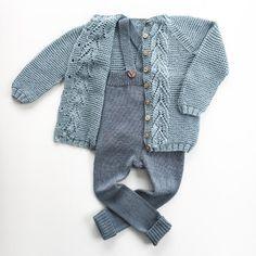Bladrillejakken og margotbuksen. Skulle nesten tro de hørte sammen 👌🏻 #bladrillejakke #garterleavesjacket #margotbuksa #ministrikk #knitting #knittersofinstagram #knitting_inspiration #instaknit #loveknitting #strikke #strikkemamma Love Knitting, Baby Boy Knitting, Knitting For Kids, Baby Knitting Patterns, Baby Cardigan, Baby Overalls, Beautiful Old Woman, Baby Size, Old Women