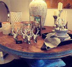 beautiful decoration by le fineza merano #lefineza #meran #merano #südtirol #chaletstyle #flowers #design #home #interior #gold #plaid #antlers #geweih #einrichtung #arredamento #southtyrol #altoadige #italy #italia #ampliamento #bestoftheday #pictureoftheday #teppich #cowhide #hirsch #luxury #manufaktur #manufacturing #swarovski