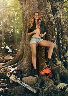 Robert Grischek - Pin up- Stihl Kalender- 2012 Chainsaw Mill, Stihl Chainsaw, Chain Saw Art, Red Butterfly, Advertising Photography, Boudoir Photos, Country Girls, Amazing Women, Looks Great