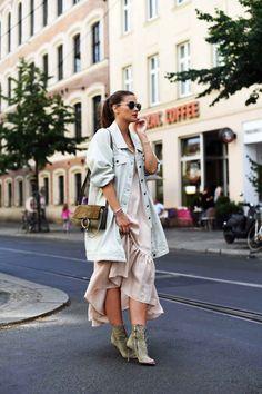 Nina Schwichtenberg in ihrem Streetstyle für die Fashion Week in Berlin. Mehr auf www.fashiioncarpet.com