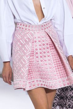 View all the detailed photos of the Temperley London spring / summer 2015 showing at London fashion week. Pink Fashion, Love Fashion, Runway Fashion, Fashion Beauty, Fashion Show, Fashion Trends, Haute Couture Style, London Fashion Weeks, Rosa Style