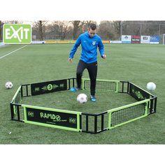 Exit Rapido harjoittelukehä jalkapalloilijalle. Täydellinen harjoittelukehä joka kehittää reaktioita ja pallonhallintaa Soccer, Wrestling, Sports, Lucha Libre, Hs Sports, Futbol, Soccer Ball, Excercise, Football