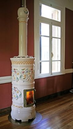 A decorative wood stove is all you need to warm up your home in look and feel! The 'Rondo' romantic Italian stoves by Castellamonte are finished with Fireplace Design, Wood Heat, Wood, Stove, Cast Iron Stove, Wood Burning Stove, Vintage Stoves, Wood Stove, Wood Decor