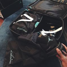 Here @amil_kicks shows us all that there are levels to this #ShrineLife, those Shrine Dust Bags are clutch. Well played sir! #TravelMadeEasy #CarryOn #WhatWeWorship #Travel #Luggage #Jordan11