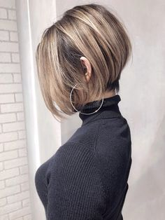For Fine Hair, There Are Some Short Hairscuts That Can Be Best Explored - Page 7 of 20 - Dazhimen Short Hair With Layers, Short Hair Cuts For Women, Girl Short Hair, Short Blonde, Stacked Bob Hairstyles, Haircuts For Fine Hair, Cool Hairstyles, Short Highlighted Hairstyles, Medium Hair Styles