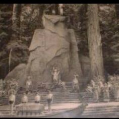 This is a photo of The Cremation of Care Ritual- A mock human sacrifice which takes place inside the Bohemian Grove. Le Vatican, Bohemian Grove, Religion, Masonic Symbols, Mystery Of History, Ancient Mysteries, Our President, New World Order