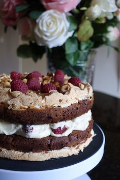Chocolate brownie meringue cake with raspberry cream – The kitchen adventures of a custard bun Chocolate Meringue Cake Recipe, Chocolate Brownies, Chocolate Cakes, Sweet Recipes, Cake Recipes, Dessert Recipes, Just Desserts, Delicious Desserts, Bakery Packaging