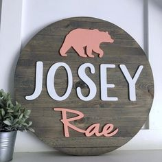 Pallet Round Name Sign - Wood Name Sign - Wooden Name Sign - Circle Name Sign - Round Name Sign - Baby Name Sign - Nursery Decor - Cute Baby Names, Unique Baby Names, Baby Girl Names, Kid Names, Baby Name List, Baby Name Signs, Nursery Signs, Nursery Decor, Middle Names For Girls