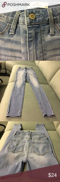 """HOLLISTER HIGH WAISTED LIGHT BLUE JEANS Soft blue slightly washed finish of blue jeans by Hollister. Regular size 0. Waist  24"""" inseam  29""""inches long. In excellent condition ❤️ Hollister Jeans Skinny"""