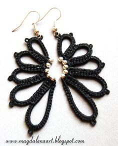 Crochet earrings - gotta work this out - gorgeous! Tatting Earrings, Tatting Jewelry, Tatting Lace, Beaded Earrings, Beaded Jewelry, Handmade Jewelry, Black Earrings, Needle Tatting Patterns, Crochet Jewelry Patterns