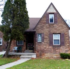 This handsome two-story single-family brick bungalow on Gilchrist was built in 1939. The home is 1,250 square feet, with a main floor and basement, and rests on a 4,356-square-foot lot. Other features include a detached one-car garage and fireplace. #realestate #realestateinvesting #Detroit #investmentproperty #home #rentalhome #property #passiveincome #turnkey