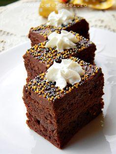 Combinatia noastra preferata si o prajitura delicioasa cu nuci ,ciocolata si rom.Nu cred ca are nevoie de nicio desciere ,trebuie s-o incercati si veti vedea cat de buna este . Ingrediente Blat : 6…