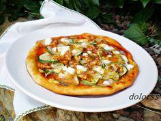 Blog de cuina de la dolorss: Pizza de calabacín, queso de cabra y nueces