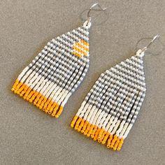 Totally keeping this pair for myself! * * * #tamillamade #earrings #miyukibeads #miyukidelica #miyukiaddict #beads #stripes #grey…