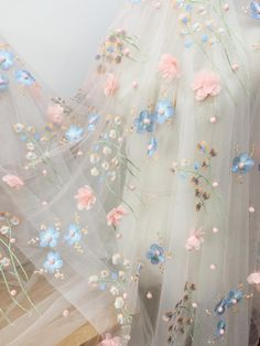 d rosa blumen-spitze-gewebe-chiffon- rosetten-blumenstickerei-spitze ~ d flor rosada encaje tela gasa rosetón bordado floral encaje Flower Aesthetic, Blue Aesthetic, Cortina Floral, Princess Aesthetic, Wedding Fabric, Blossom Flower, Floral Embroidery, Embroidery Fabric, Embroidered Lace Fabric