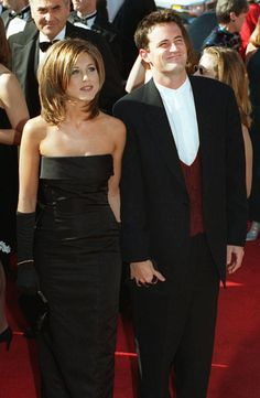 evolution de la mode celebrites Jennifer Aniston Matthew Perry - Celebrity Style Week: Celebrity Style Fashion and Latest Trends Jennifer Aniston Style, Jennifer Aniston Pictures, Jenifer Aniston, Serie Friends, Friends Cast, Friends Moments, Friends Tv Show, Friends Forever, Photo Choc