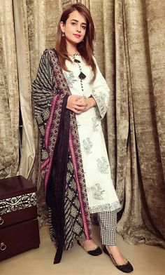 Sumbul Iqbal Khan Pakistan Fashion, India Fashion, Indian Party Wear, Indian Wear, Pakistani Outfits, Indian Outfits, Casual Dresses, Fashion Dresses, Indian Look
