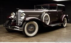 1930 Dueseberg Model J Murphy Town Car--- I def want to be brought to/leaving from church in this with my new hubby & Madeline!!!