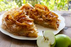 sliced-croustade French Apple Pies, Orange Blossom Water, Phyllo Dough, Cooked Apples, Granny Smith, Penne, Just Desserts, Family Meals, Catering