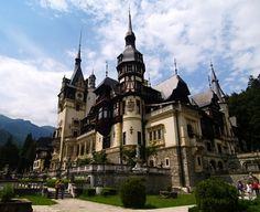 The Peles Castle - is a Neo-Renaissance castle in the Carpathian Mountains, near Sinaia, in Prahova County, Romania. Medieval Town, Medieval Castle, Romanian Castles, Dracula Castle, Peles Castle, Castles To Visit, 3 Days Trip, Le Figaro, Fairytale Castle