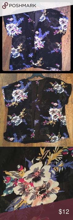 🌺 2X/3X Black Floral Kimono wrap Forever 21+ Plus 🌺🌿 Black Floral Kimono Style wrap, Forever 21+ Plus, size 2X/3X. It is see-thru, so you will need a cami or top 😉  It's in great condition! And it pairs perfectly with  a black cami, black skinny jeans (listed 😉) and some strappy sandals 👡   Smoke-free & pet-free home 🏡  Create a bundle & I'll make you an offer 🌳🌳 Forever 21 Tops