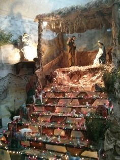A large nativity on display at one of the SSND campuses. Mexican Christmas Traditions, Mexican Christmas Decorations, Christmas Wood Crafts, Christmas Nativity Scene, Christmas Room, Christmas Villages, Country Christmas, Nativity Scenes, O Holy Night