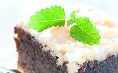 Das Geheimrezept von Oma? Nicht wirklich - aber dennoch zauberst du mit diesem Rezept garantiert den saftigsten Mohnkuchen der Welt. Die geheime Zutat ist...