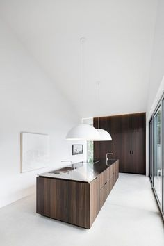 minimal kitchen Image 8 of 20 from gallery of Holy Cross House / Thomas Balaban Architect. Photograph by Adrien Williams Patio Interior, Interior Design Kitchen, Interior Decorating, Home Interior, Modern Interior, Plan Design, Home Design, Design Ideas, Design Inspiration