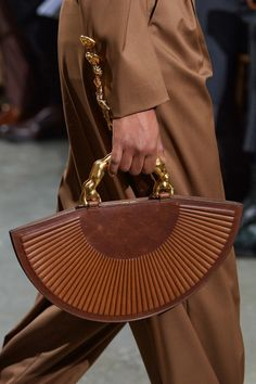 The complete Schiaparelli Spring 2020 Couture fashion show now on Vogue Runway. Luxury Handbags, Fashion Handbags, Fashion Bags, Couture Fashion, Fashion Fashion, Couture Handbags, Couture Bags, Fashion Poses, Fashion Outfits