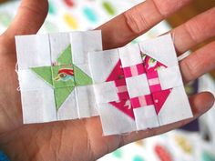 I& got another free mini block pattern for you! This itty-bitty version of the Friendship Star block is quite straight forward to sew - j. Mini Quilt Patterns, Pattern Blocks, Small Quilts, Mini Quilts, Quilting Projects, Quilting Designs, Churn Dash Quilt, Star Quilt Blocks, Quilt Modernen