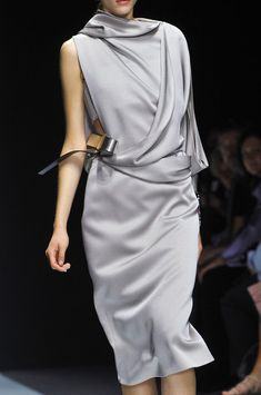 Grey/silver dress by Gianfranco Ferré Spring 2014 Couture Mode, Style Couture, Couture Fashion, Runway Fashion, Womens Fashion, Milan Fashion, Grey Fashion, Minimal Fashion, Look Fashion