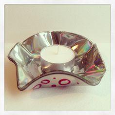 Recycled CD Tea Light Holder. por FancyTatCrafts en Etsy