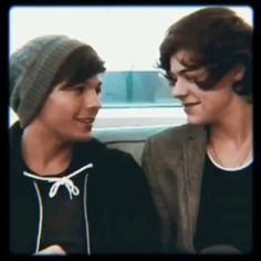 They are just best buddies. Can we stop bothering their lives and their perfect friendship! Imagines One Direction, One Direction Harry Styles, Harry Styles Cute, One Direction Videos, Harry Styles Photos, One Direction Humor, One Direction Pictures, Louis From One Direction, Harry Styles Smile
