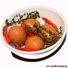 Chili-Soleier - lecker pikante Eier. So ein Glas lässt sich auch prima verschenken Küchengeschenk mit 10 hart gekochten Eiern