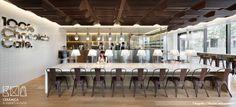 Azulejo blanco 10x10. Una original tienda de chocolates en Tokio. 100% chocolate café by Wonderwall
