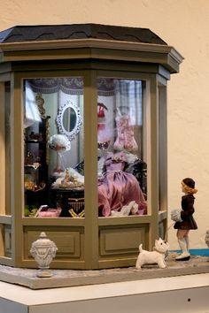 Lingerie shop by My Miniature Creations - idea for SAM BD Vitrine Miniature, Miniature Rooms, Miniature Houses, Miniature Furniture, Dollhouse Furniture, Fairy Houses, Doll Houses, Dolls House Shop, Tiny World