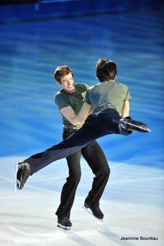 Stephane Lambiel , Jeffrey Buttle ― Phot by Jeannine Bourdiau Figure Skating Olympics, Figure Skating Outfits, Male Figure Skaters, Mens Figure Skates, Roller Skating, Ice Skating, Stephane Lambiel, Skate 3, All American Boy