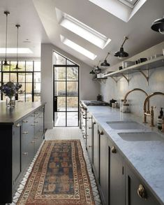 202 design A trend I love and that is sure to continue this year is the use of b… – Kitchen Rugs sink Kitchen Colors, Kitchen Rug, Rustic Kitchen, New Kitchen, Vintage Kitchen, Kitchen Sink, Kitchen Dubai, Kitchen Pantry, Kitchen Decor