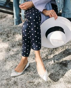 Stylishly tapered and topped with a delicate bow, our Pointed-Toe Robin Ballet Flat is a classic shoe that not only boasts up-to-the-moment style, it has comfort features, too. The Exclusive Padding System features memory foam and a cushioned insole designed for all-day wear. Good thing, too, because they'll look great with any outfit.