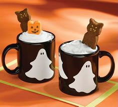 Ingredients 1 PEEPS® Marshmallow Pumpkin and/or Cat 1 envelope hot chocolate mix- see package for additional ingredients Whipped cream Halloween Peeps, Halloween Chocolate, Halloween Drinks, Halloween Goodies, Holidays Halloween, Spooky Halloween, Halloween Treats, Hot Chocolate, Happy Halloween
