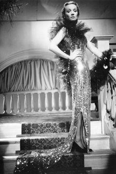 Marlene Dietrich in Jean Louis
