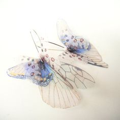 Butterflies all Over | ブルーxホワイト - オーガンザ製のバタフライピアス by Jewelera