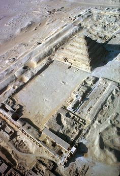 Aerial view of the step pyramid of Djoser in the Saqqara necropolis, Egypt, photo by Eliot Elisofon. Ancient Egyptian Architecture, Ancient Egyptian Art, Ancient Ruins, Luxor, Pyramid Of Djoser, Ancient Egypt History, Sphinx, Step Pyramid, Old Egypt